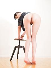 Matsuda Anna showing legs