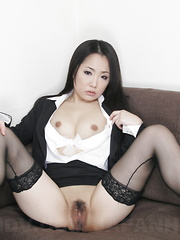 Japanese queen Ai Mizushima shows her pussy